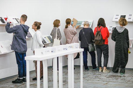 Выставка «Суперобложка» — это большой проект, посвящённый современной фотографии и фотокнигам как одному из её самых актуальных форматов