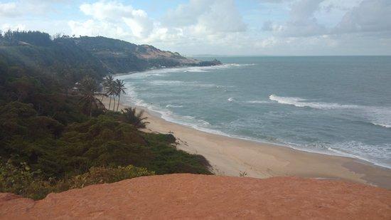 Прайя-де-Пипа: Praia linda, ótima opção de lazer e restaurantes e barracas ao redor da orla. Escadaria de 103 degraus que dá acesso a praia.