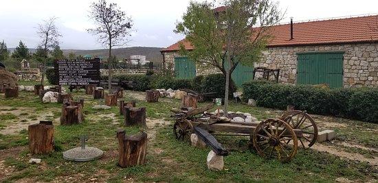 Drnis, Kroatia: The grounds