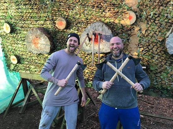 Back 2 Bear: axe & knife throwing