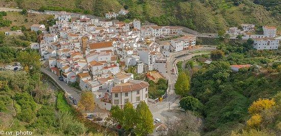 Pueblo de Archez en la sierra de la Almijara, provincia de Málaga, Andalucía