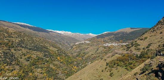 Pueblo de Pampaneira en Sierra de la Alpujarra, provincia de Granada, Andalucía