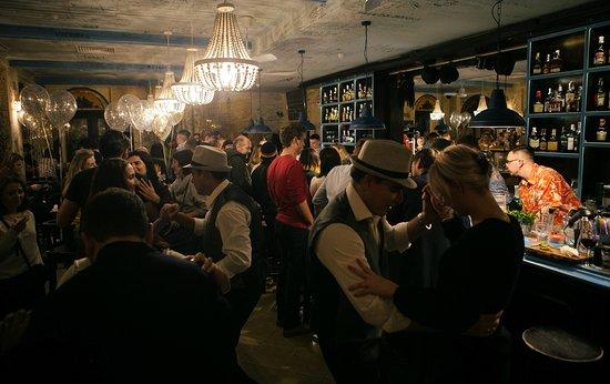 Escobar. Cuban restaurante y Escondido bar: Salsa master-classes