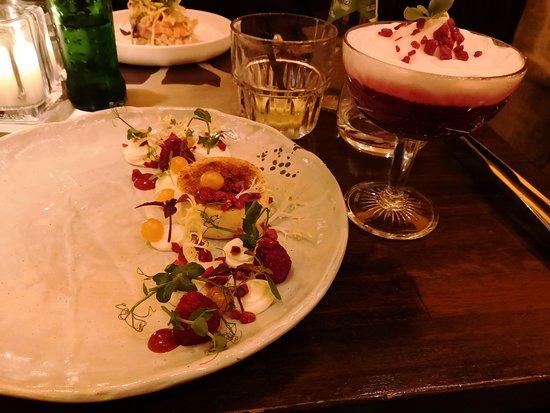 Parc Breda: Crème brûlée van geitenkaas met gazpacho van rode biet en espuma van gin tonic