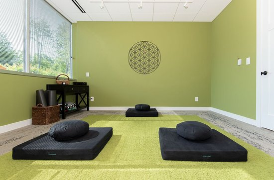 Rise Well-Being Center: Meditation room.