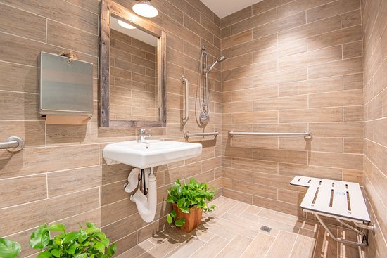 Rise Well-Being Center: Bathroom with shower.