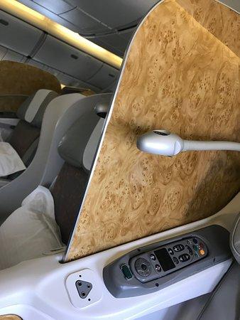 Emirates: divider of seat