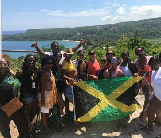 Trelawny Parish, Jamaica: With Kevin Hosang and KK Island Fun-Cation Tours at a beautiful location on the way to Montego Bay, we stopped just because to take a picture.