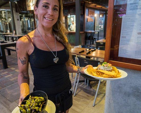Graffiti Restro Cafe and Wine Bar: Serving Tuna Tar Tar 1/2 Off on Tuesday's
