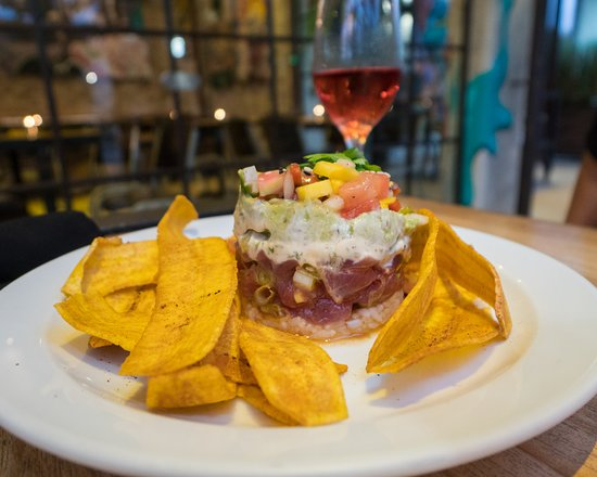 Graffiti Restro Cafe and Wine Bar: Funky Bistro Style Restaurant + Tuna Tar Tar Tuesday's offering 1/2 Off