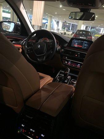 Emirates: chauffeur-driven airport transfers in Dubai