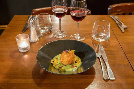 Restaurant Melodie: Oeuf mollet frit, Crème de petit pois, duxelles
