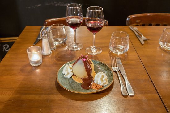 Restaurant Melodie: Poire belle helene, Croquant de palet breton