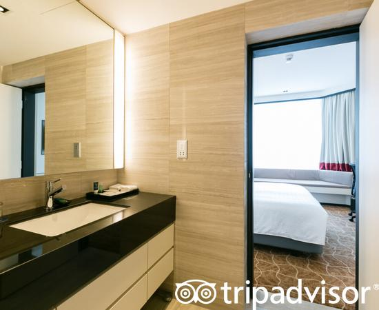 The 1 Bedroom Suite at the Four Points by Sheraton Singapore, Riverview