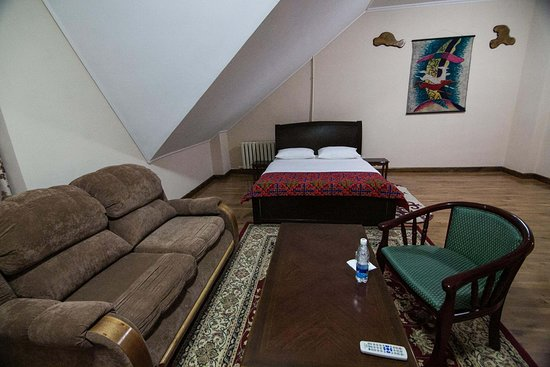 Tagaytay Karakol Hotel: улучшенный номер (semi lux)