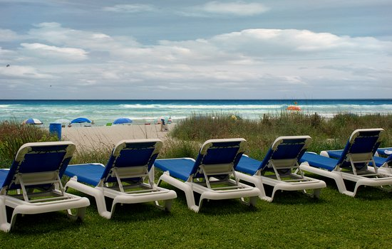 Sandcastle South Beach Resort: Oceanfront Lawn