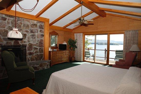 Canoe Island Lodge: Lakefront Accommodations
