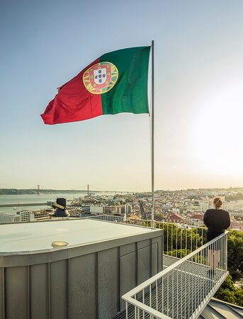 Rooftop with 360º view overlooking Lisbon city and the Tagus river