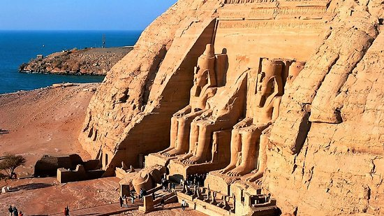Cheapest tour to Visit ABU SIMBEL temple by bus from Aswan: Templo Abu Simbel