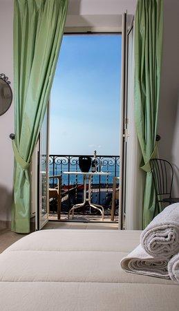 Camera tripla, con bagno privato e balcone con vista mare