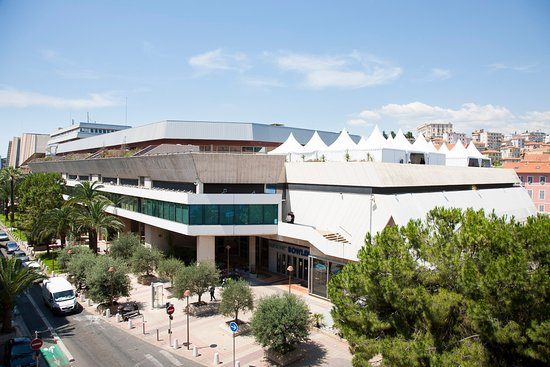 Hotel Relais Acropolis: Vue sur le Palais des congrès de Nice