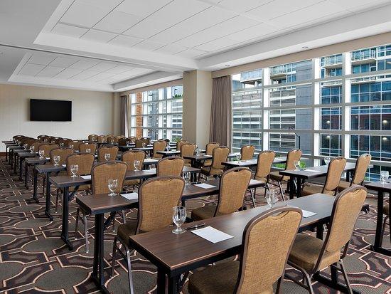 Hilton Garden Inn Chicago McCormick Place Photo