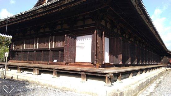 Храм Сандзюсангэн-до: 東側から