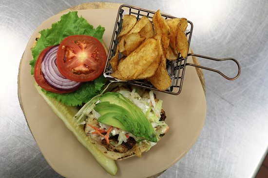 Don Ricos Sports Bar & Grill: Chicen avocado sandwich served with homemade mesquite kettle chips