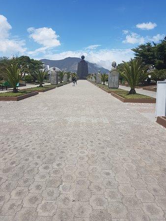 L'ingresso al parco del monumento