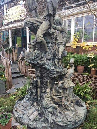 Боунес-он-Уиндермир, UK: The Award Winning Garden outside it truly worth the walk.