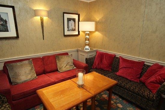 The Bruce Hotel: Lounge Area