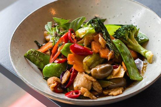 Minh Minh Saigon Soul: Chicken Basil & Fresh chilii
