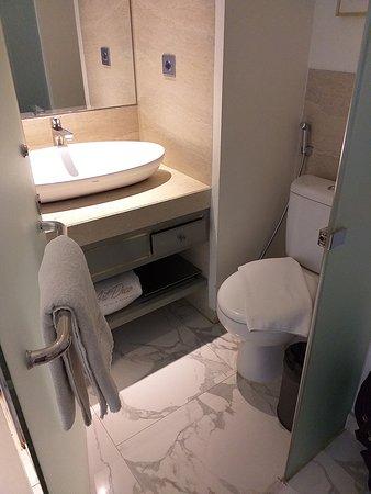 Art Deco Luxury Hotel & Residence: Deluxe room bathroom