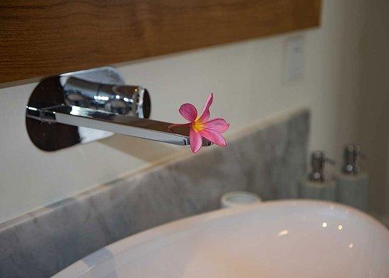 Canang Villas Bingin: Bath Room Villa Sandat & Villa Jepun