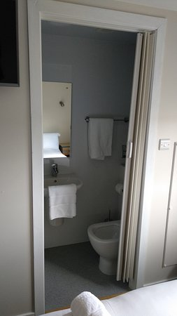 Compact bathroom, super hot water for showers!