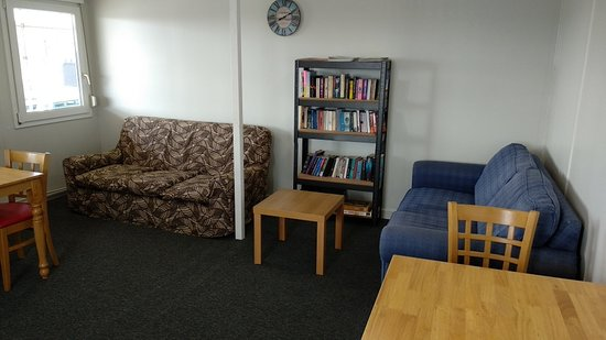 Lounge/library area
