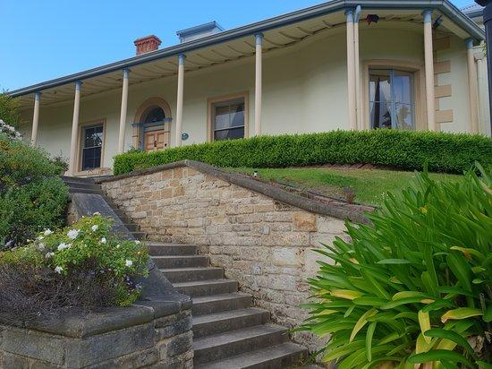The Lodge on Elizabeth: View from Elizabeth Street.
