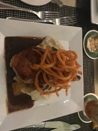 Straw Hat Restaurant: Pork chop with delicious sauce