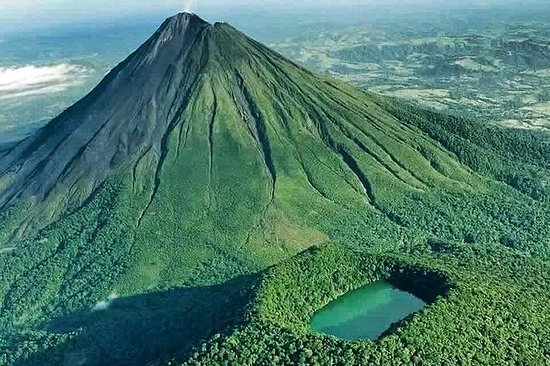Extreme Arenal Volcano Hike in La...