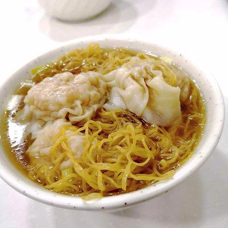 Mak Man Kee Noodle Shop: 上湯雲呑麺