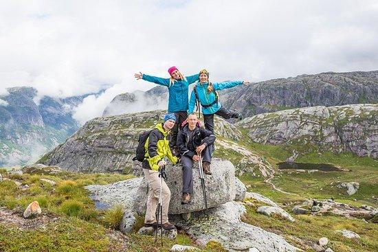 Caminhada da natureza em Lofoten