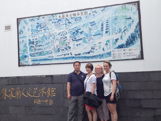 With a Scottish family in Zhujiajiao water town