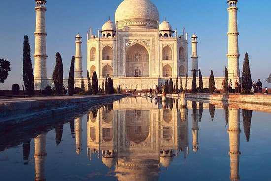 Private car & a private guided toTaj Mahal, Agra fort ,lunch in five star hotel: Delhi Agra One Day Tour