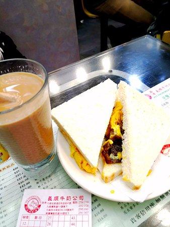 Yee Shun Dairy Company (Pilkem Street): 牛肉卵入りトースト