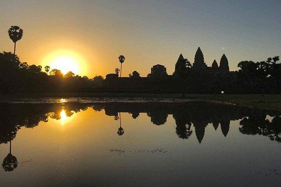 Excursión al amanecer en Angkor Wat