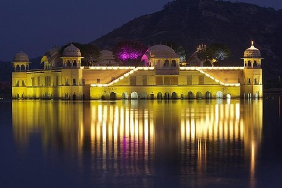 Night Tour of Jaipur with Food and...