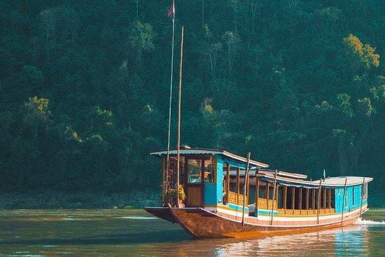 Private Slow Boat Tour to Pak ou...