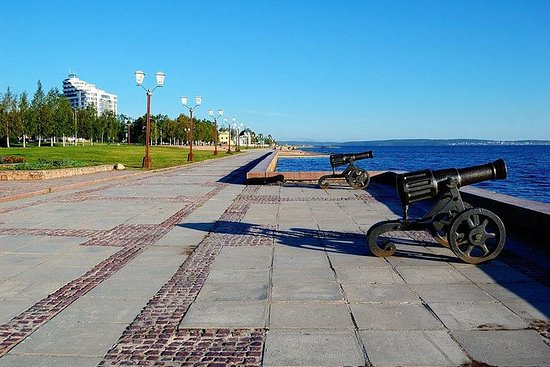 Petrozavodsk Walking Overview Tour with Visit to Museum ''House of the Doll''