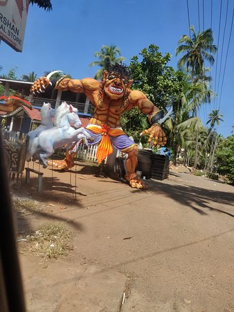 Гоа, Индия: Demon on the Beach   While vacationing in Goa this year in November with my friend and kids we saw huge effigies at every corner of the street that looked like a demon. This was a couple of days before Diwali festival which is observed mostly in whole parts of India. These effigies were huge, colorful and decorated with spray paints.We enquired with our driver about this and he told that these are effigies of Narkasur (Demon King). U get to see different types of Narkasur in Goa.