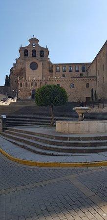 Monasterio de San Salvador: vista exterior del Monasterio